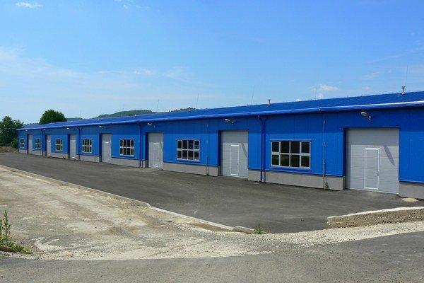 Nová fabrika. Bude v tejto hale v priemyselnom parku.