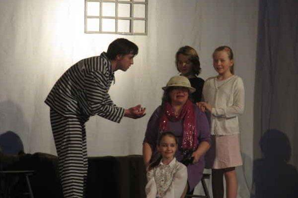 Predstavenie s prvkami avantgardy. Divadelný súbor ho uviedol vo svojej 48. sezóne.