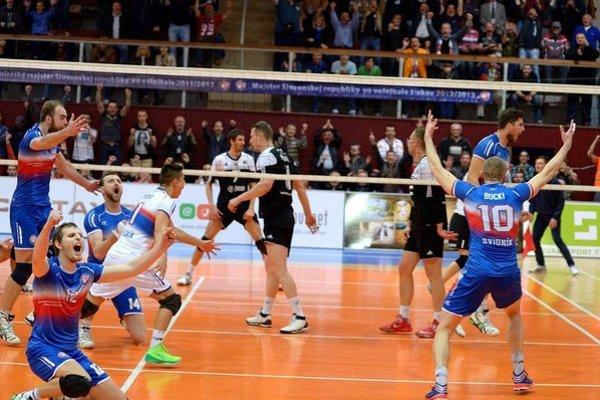 Volejbalisti Svidníka zvládli aj tretí zápas v sérii aj za pomoci Juraja Drobňáka.
