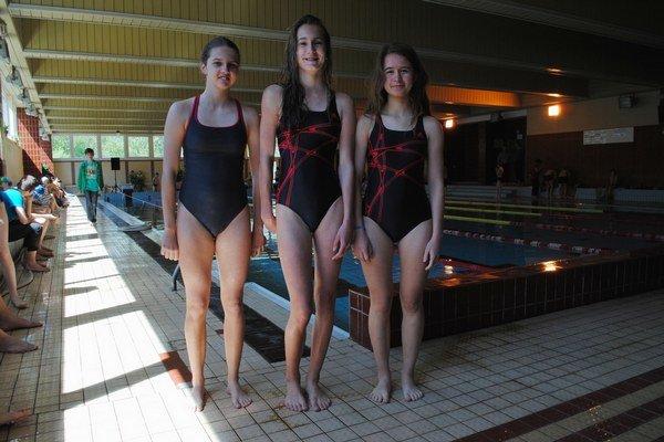 Tri najrýchlejšie. V pretekoch na 50 m znak: 1. K. Vojtašková (uprostred), 2. A. Chomová (vpravo), 3. S. Lukáčová (vľavo).