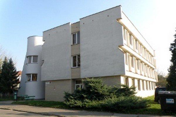 Kapacita budovy Základnej umeleckej školy L. Stančeka v Prievidzi už nestačí.