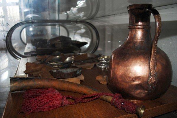 Zdigitalizujú 700 artefaktov z Bardejova. Historické predmety používané v mestskej spoločnosti.