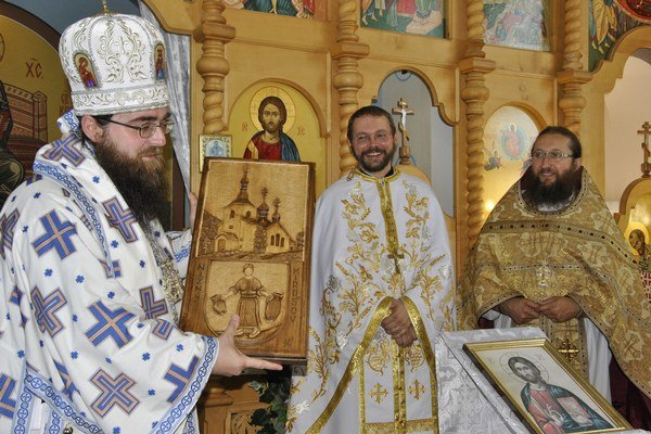 Arcibiskup Rastislav slúžil liturgiu vo vynovenom chráme.
