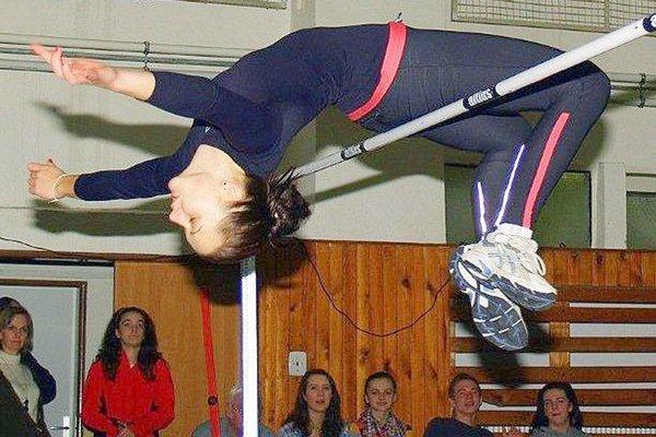 Zuzana Karaffová. Skočila 174 cm.