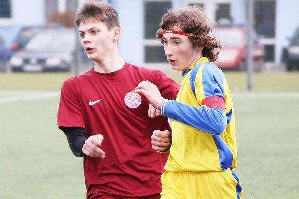 Denis Petro (vľavo). Futbalovo rastie v Michalovciach.