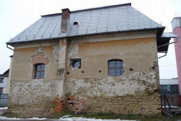 Stará synagóga. Desaťročia v nej bol sklad železa. Teraz ju obnovujú.