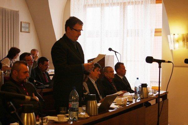 Návrh zmeny predložil Miloš Mikula. Dofinancovanie hnedého parku aj neuhradené faktúry za asfaltovanie ciest a chodníkov.