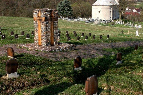 Cintorín v Becherove. V 57 hroboch odpočíva 111 vojakov z prvej vojny.