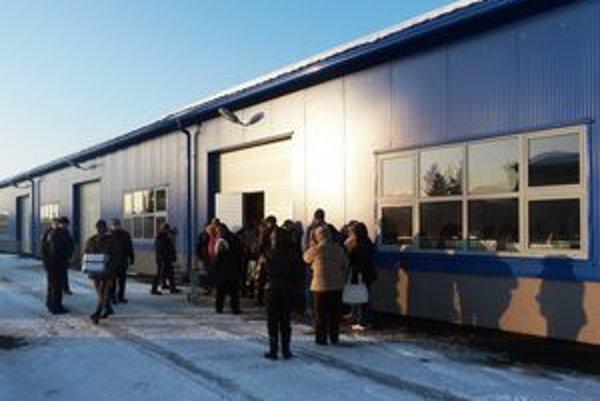 Potravinovú pomoc v Stropkove priviezlo mesto na dvoch kamiónoch pre 750 miestnych obyvateľov.