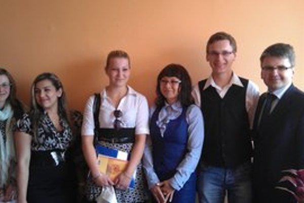 Členovia Stredoškolského parlamentu PSK. Rokovali aj so svidníckym primátorom J. Holodňákom.