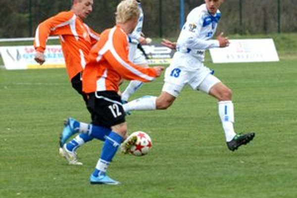 Zľava Seman, autor ďalších dvoch gólov do brány Moldavy a mladík Grohoľ.