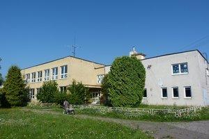 Základná škola v Duplíne. Od septembra by mala škola iba štyroch žiakov. Poslanci sa rozhodli jej fungovanie ukončiť.