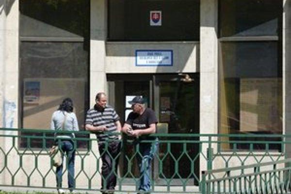 ÚPSVaR v Bardejove. Na úrade došlo k reorganizácii. Na pracovisku vo Svidníku zrušili oddelenie aktívnych opatrení na trhu práce.