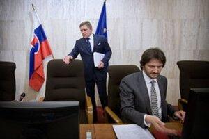 Premiér ministrovi vnútra verí. Nechá ho, aby nové pravidlá tendrov dokončil.
