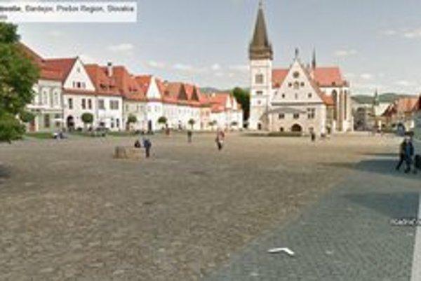 Radničné námestie. Po dostatočnom priblížení môže každý užívateľ internetu navštíviť aj historické centrum mesta.