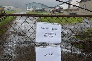 Areál farmy v Staškovciach je uzavretý, platí prísna karanténa.