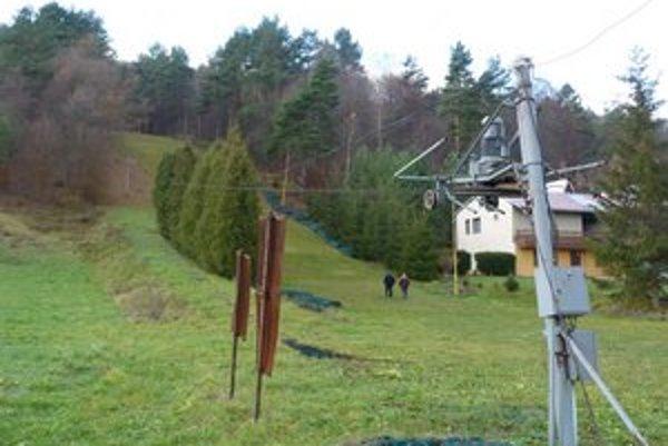 Malý lyžiarsky vlek. Po potrebnej rekonštrukcii môže 200-metrový svah v zimnom stredisku v Stropkove slúžiť začínajúcim lyžiarom.