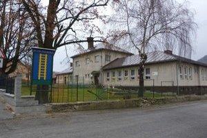 Nižná Polianka. Ak bude štrajk v základnej škole trvať dlhšie, je obec ochotná deťom poskytnúť voľnočasové aktivity  v telocvični a knižnici.