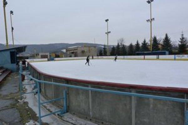 Stropkovské klzisko. Po nutnej revízii je už ľadová plocha prístupná korčuľovaniu počas týždňa a bude i počas sviatkov.