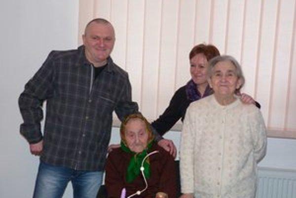 Mária Korotká. 100–ročná jubilantka oslavovala v kruhu rodiny. V súčasnosti žije s dcérou, vnukom a jeho manželkou a pravnučkou.