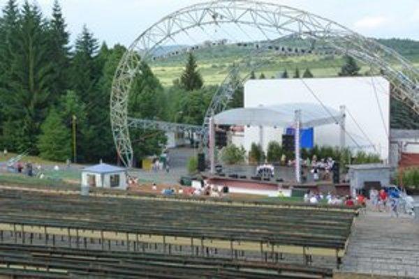 Svidnícky amfiteáter. Na mieste pravidelných folklórnych slávností budú tento rok dva festivaly.
