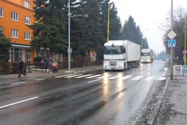 Doprava v Stropkove. Menej kamiónov v centre mesta je podľa miestnych tým najužitočnejším pozitívom výstavby rýchlostnej cesty.