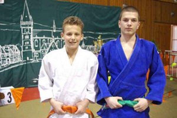 Daniel Mlynarič (v bielom) a Kamil Seman. Zaradení do Centra talentovanej mládeže.