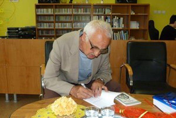 Ján Kopina. Aforizmy bývalého stredoškolského pedagóga majú korene v školskom prostredí.