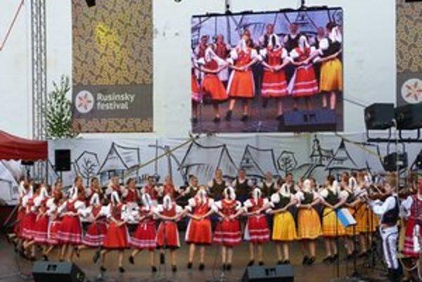 Detské súbory. Rusínsky folklór si získava aj najmladších. V programe vystúpili DFS Makovička zo Svidníka a ďalšie detské a mládežnícke kolektívy.