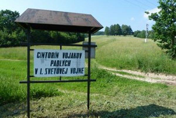 Vojnový cintorín. Na mieste v rámci prvej etapy obnovy urobili úpravu terénu a založenie trávnika za vyše 11-tisíc eur a osadili betónové kríže za 6-tisíc eur.