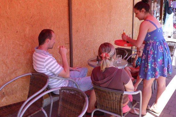 Letné privyrobenie. Nájsť si prázdninovú brigádu v regióne je podľa mladých takmer nemožné.