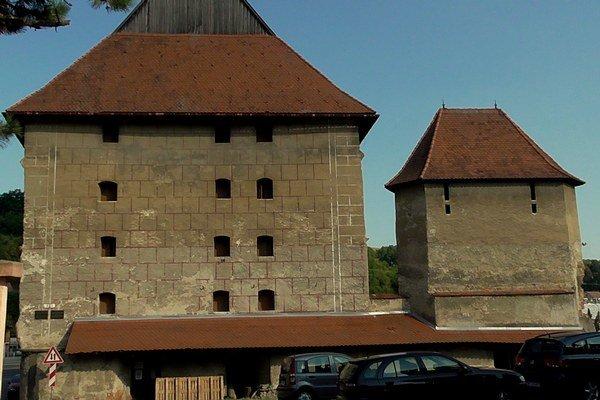 Hrubá bašta. Nové kultúrno-komunitné centrum v Bardejove.