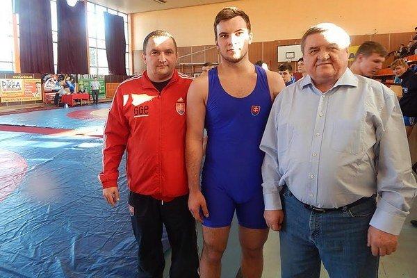 Tréner E. Cap, zápasník T. Krupjak a majster športu Fr. Kováč.