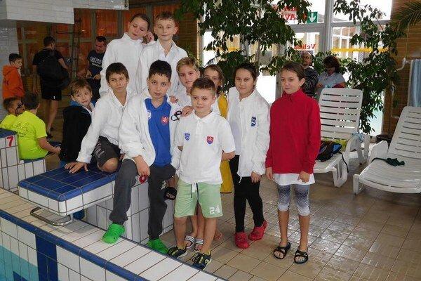 Najmladší humenskí plavci.