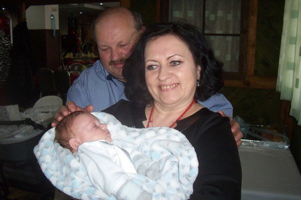 Ľubica Lattová s najbližšími - manželom Ľubomírom a vnúčikom Sebastianom.