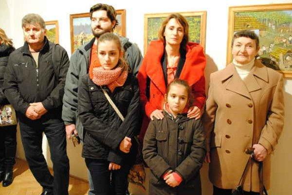 Rodina. Manželka Alžbeta, syn Miroslav, nevesta Monika, vnúčatá 13-ročná Zuzanka a 9-ročná Veronika. Zuzka chodí do základnej umeleckej školy na klavír, Veronika na výtvarnú. Kreslí pastelkami a ceruzou koníky, zvieratká, les a prírodu.