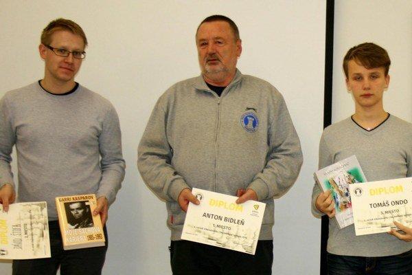 Najlepší na turnaji. Zľava Dávid Štofa, Anton Bidleň aTomáš Ondo.