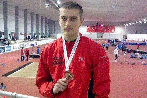 S bronzom za trojskok. S trénerom M. Bercelom získali už päť titulov.