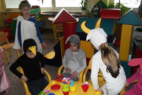 Deti si masky vyrobili samy. Kreativite sa medze nekladú.