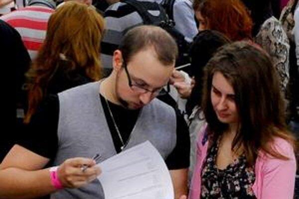 Mladí si na Slovensku nevedia nájsť prácu. Horšie sú na tom už len dve krajiny v únii.