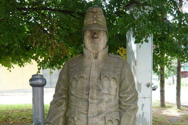 ocha Dobrého vojaka Švejka od Jaroslava Drotára stojí na železničnej stanici v Humennom od roku 2000.