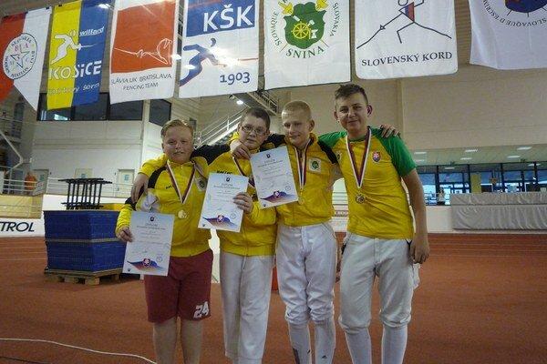 Mladí sninskí šermiari vBratislave. Odniesli si aj titul majstra Slovenska.