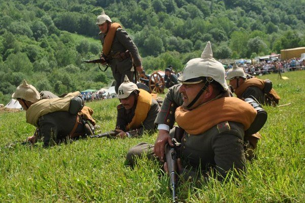 V Hostoviciach pripomínajú verejnosti udalosti z I. svetovej vojny aj ukážkami bojov.