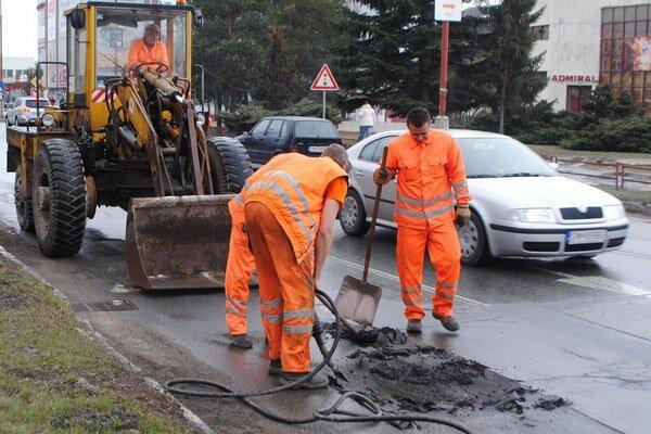 Na opravy komunikácií v Humennom pôjde viac peňazí.