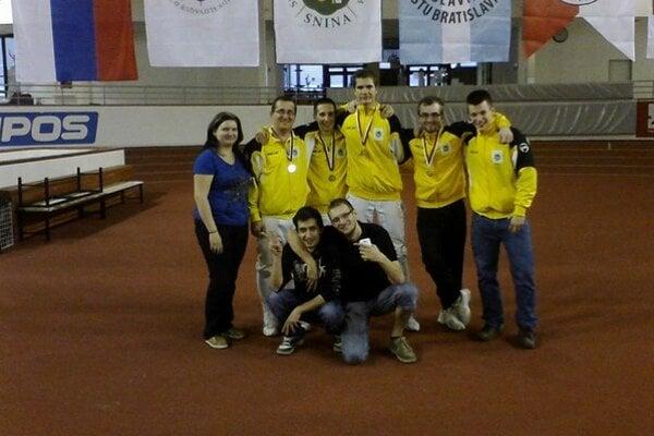Historický úspech. Klub šermu Snina získal po prvýkrát medailu v družstvách seniorov.
