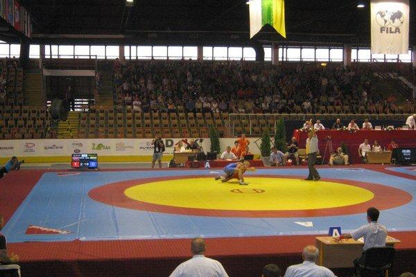 Šampionát. Majstrovské zápasnícke dianie sa konalo v humenskom zimnom štadióne.