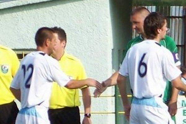 Opäť sa stretnú... Ljubarskij (vľavo) a Hanc, humenský harcovník bude na trávniku, jeho sninský futbalový kamarát na lavičke v úlohe trénera.