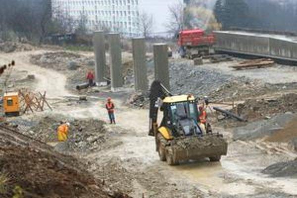 Nová vláda môže zmeniť naštartované tendre na výstavbu diaľnice z Bratislavy do Košíc.