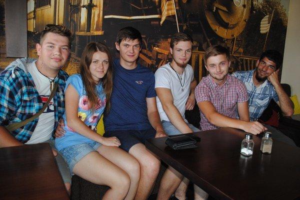 Filmári. Ľuboš Vasiľko (zľava), Juliána Timková, Daniel Kontuľ, Erik Pankovčin, Ondrej Marcinov, Ondrej Salaj.