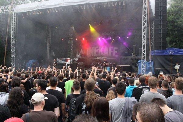 Festival Rock pod Kameňom. 12. ročník sa niesol v znamení rocku, metalu a punku vo všetkých podobách. Trojdňové podujatie prilákalo tisícky ľudí.